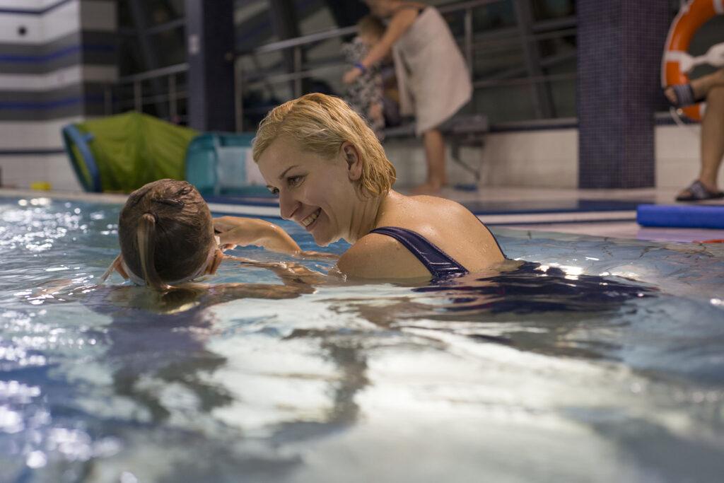 Chcesz rozpocząć naukę pływania z dzieckiem, ale nie wiesz od czego zacząć?
