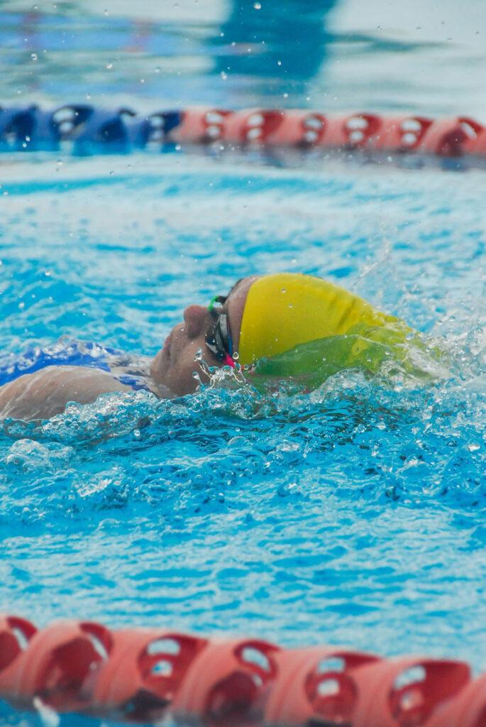 Dlaczego ciężko pływa mi się na plecach